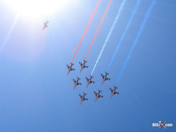 Alpha Jets from Patruille de France - Photo by José Teixidó