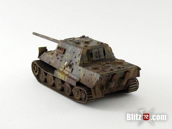 1/72 Jagdtiger with scratchbuilt bucket