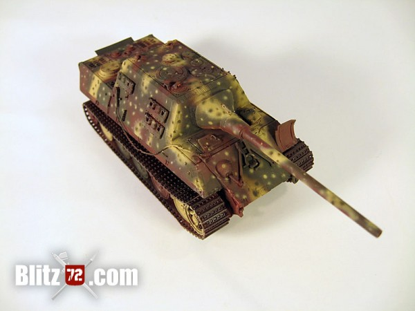 "Ambush camo scheme airbrushed on Jagdtiger ""331"" 1/72 scale model"