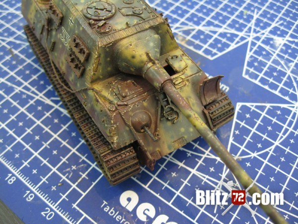 Super weathered 1/72 Jagdtiger german tank scale model