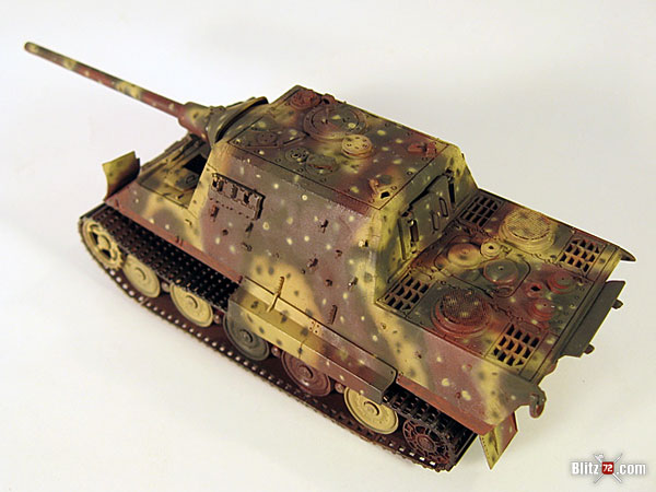 Ambush scheme airbrushed on 1/72 Jagdtiger scale model tank