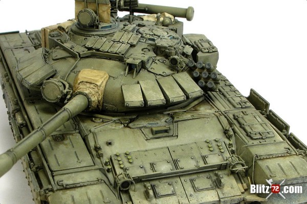 Alex Clark's incredible 1/72 Revell T-72M1 converted to T-72B (model 1989)
